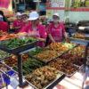 台湾で地元の人の生活を感じられる朝市「南門市場」へ