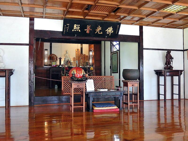 台湾花蓮の慶修院本堂内