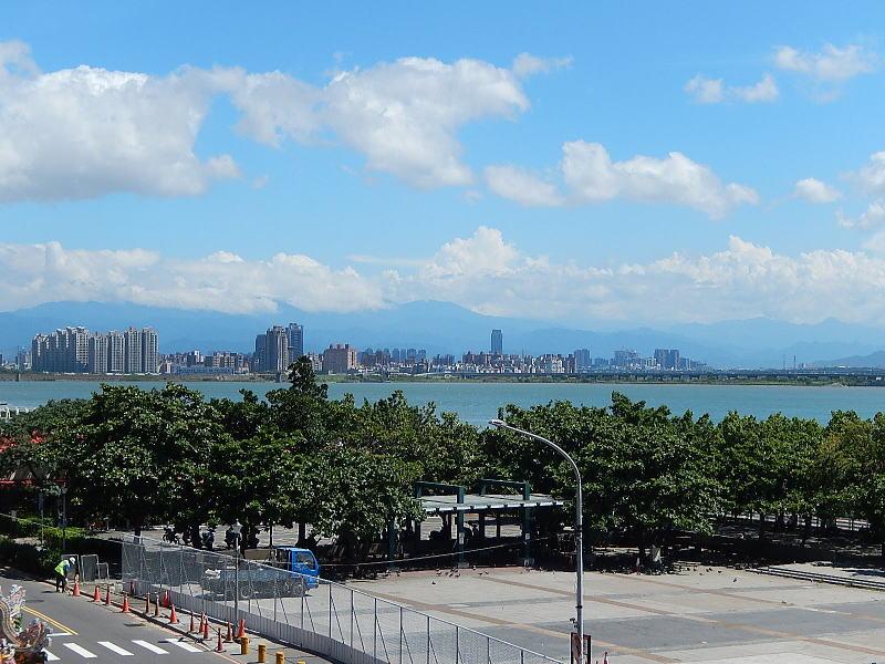 関渡宮から台北市街