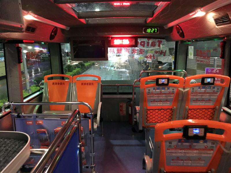 2階建てバス先頭部分