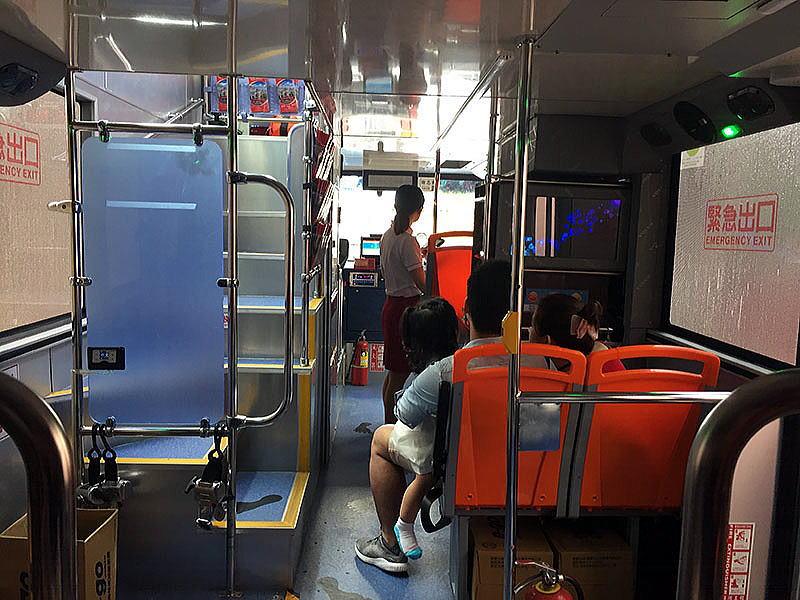台北2階建てバス1階