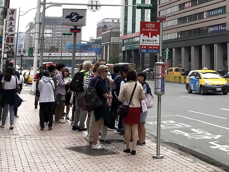 台北2階建てバス乗り場