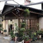 日本統治時代の面影を残す古民家が、カフェや雑貨店になってるんです。