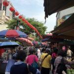 とてもパワフル!!生鮮食品~惣菜・フルーツの屋台まである「雙連朝市」
