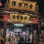 廟前と廟の周りにたくさんの屋台エリアがある「新竹都城隍廟」